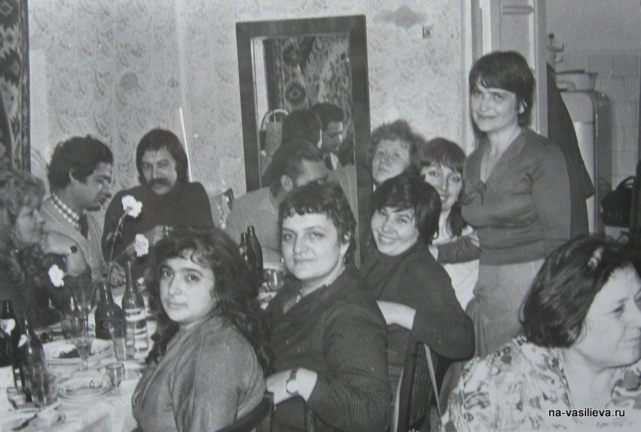 ДХШ 1960-е годы. В центре Людмила Цончева. В центре у стены Наталья Васильева