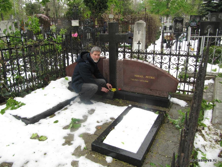 Могила художника М. Петрика