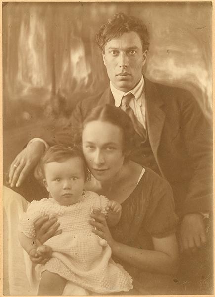 Борис Пастернак с женой Евгенией и сыном