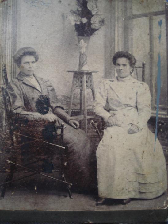 Моя прабабушка Александра Дмитриевна Цыбульская (справа в белом)