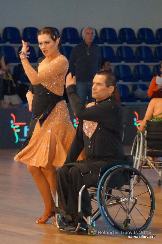 Ася Брагинская танцует