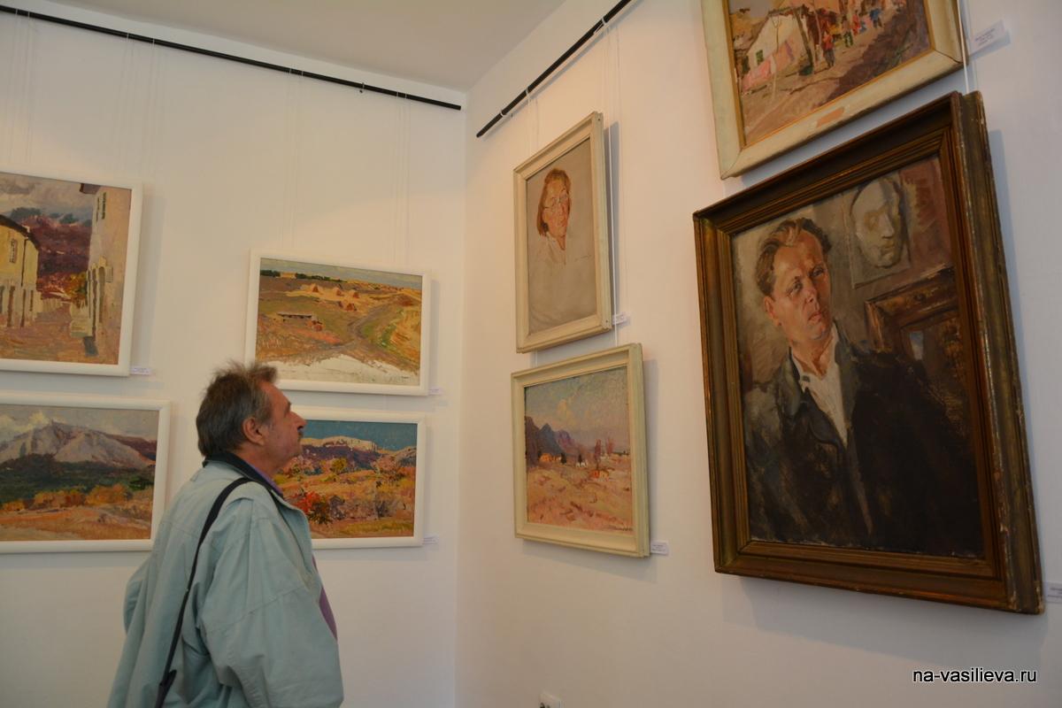 В. Бородаев на выставке А. Васильева 2